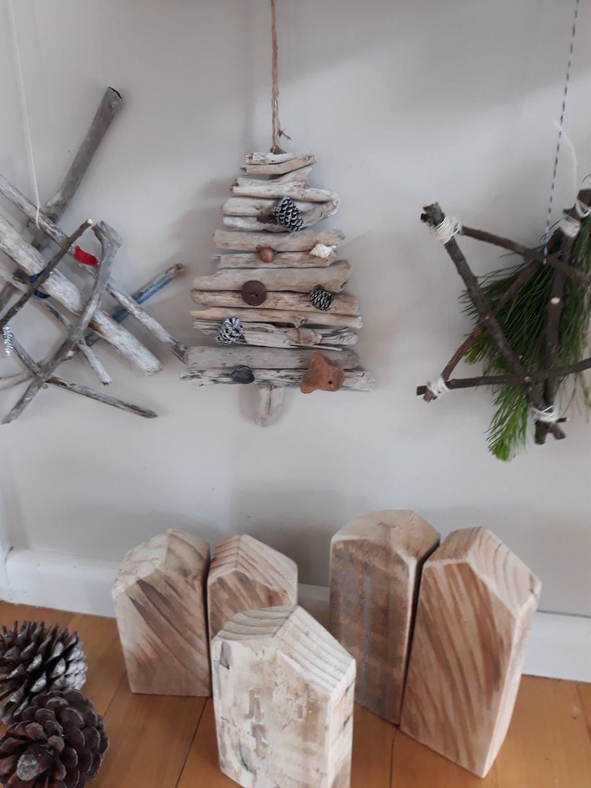 Make your own Driftwood Christmas Decorations