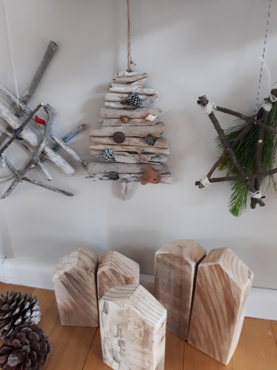 make your own driftwood christmas decorations - How To Make Your Own Christmas Decorations